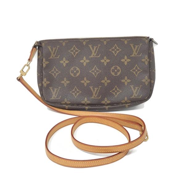 Louis Vuitton Handbags - Auth Louis Vuitton Pochette Monogram Crossbody Bag